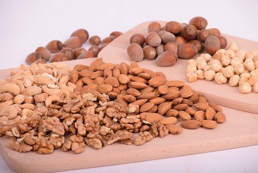 nuts-3248743__340